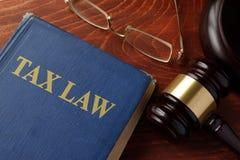 Βιβλίο με το φορολογικό νόμο τίτλου Στοκ Εικόνες