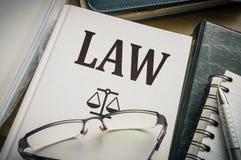 Βιβλίο νόμου Έννοια νομοθεσίας και δικαιοσύνης στοκ εικόνες με δικαίωμα ελεύθερης χρήσης