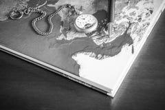 Βιβλίο χαρτών, μάνδρες, ρολόι τσεπών Στοκ φωτογραφίες με δικαίωμα ελεύθερης χρήσης