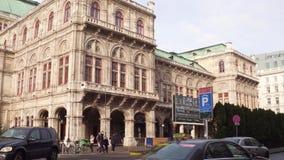 ΒΙΕΝΝΗ, ΑΥΣΤΡΙΑΣ - 24 ΔΕΚΕΜΒΡΙΟΥ, Steadicam που πυροβολείται του λουκάνικου Staatsoper, κρατική όπερα Δημοφιλής τουριστικός προορ φιλμ μικρού μήκους