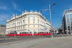 ΒΙΕΝΝΗ, ΑΥΣΤΡΙΑ - 10 ΜΑΡΤΊΟΥ 2018: Παλαιό κόκκινο τραμ στις οδούς Στοκ φωτογραφίες με δικαίωμα ελεύθερης χρήσης