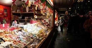 ΒΙΕΝΝΗ, ΑΥΣΤΡΙΑ - 30 ΝΟΕΜΒΡΊΟΥ 2015: Έξω από την αγορά Χριστουγέννων σε Rathaus φιλμ μικρού μήκους