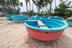 Βιετναμέζικα που αλιεύουν coracles στην παραλία, φυλετικές βάρκες σε αλιεύοντας VI Στοκ Εικόνες