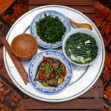 Βιετναμέζικα τρόφιμα, οικογενειακό γεύμα, χρόνος γευμάτων Στοκ Φωτογραφίες