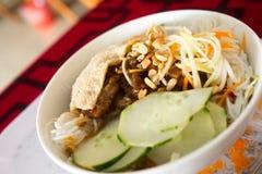 Βιετναμέζικα ψημένα στη σχάρα νουντλς χοιρινού κρέατος & ρυζιού Στοκ Εικόνες