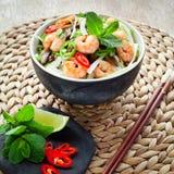 Βιετναμέζικες γαρίδες, γαρίδα, νουντλς ρυζιού τσίλι shiitake Στοκ Εικόνες