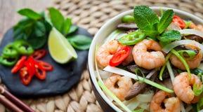 Βιετναμέζικες γαρίδες, γαρίδα, νουντλς ρυζιού τσίλι shiitake Στοκ εικόνες με δικαίωμα ελεύθερης χρήσης