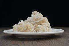 Βιετναμέζικες γλυκές νιφάδες ρυζιού και τμήμα COM καρύδων στοκ εικόνες