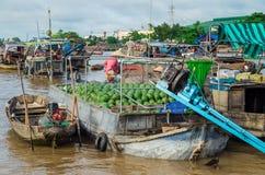Βιετναμέζικη βάρκα στη να επιπλεύσει Tho δοχείων αγορά Στοκ Εικόνα