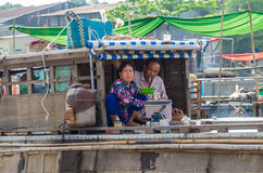 Βιετναμέζικη βάρκα στη να επιπλεύσει Tho δοχείων αγορά Στοκ εικόνα με δικαίωμα ελεύθερης χρήσης