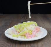 Βιετναμέζικη βρασμένη στον ατμό μανιόκα με το βισμούθιο Banh κέικ μανιόκων καρύδων ή μεταξοσκωλήκων tam ngot στοκ φωτογραφίες
