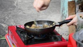Βιετναμέζικοι λαοί που μαγειρεύουν τα οστρακόδερμα απόθεμα βίντεο