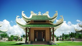 Βιετναμέζικος ναός για τους εθνικούς ήρωες με την ταφόπετρα Στοκ φωτογραφίες με δικαίωμα ελεύθερης χρήσης