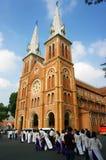 Βιετναμέζικος σπουδαστής, dai AO, καθεδρικός ναός Saigon Notre Dame στοκ φωτογραφία με δικαίωμα ελεύθερης χρήσης