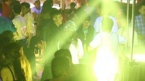 Βιετναμέζικος χορός νέων στη λέσχη νύχτας απόθεμα βίντεο