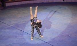 Βιετναμέζικο εφηβικό ζεύγος που εκτελεί τον αθλητισμό χορού σε ένα ανοικτό γεγονός Στοκ εικόνα με δικαίωμα ελεύθερης χρήσης