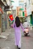 Βιετναμέζικο περπάτημα γυναικών Στοκ Εικόνα