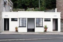 Βικτοριανό άσπρο και μαύρο σημάδι ύφους του Art Deco κυριών και gents τουαλετών στοκ φωτογραφίες με δικαίωμα ελεύθερης χρήσης