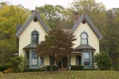 Βικτοριανό σπίτι το φθινόπωρο, δυτική Μασαχουσέτη, Νέα Αγγλία Στοκ Εικόνα