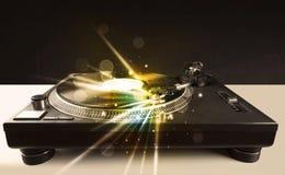 Βινύλιο παιχνιδιού φορέων μουσικής με τις γραμμές πυράκτωσης που προέρχονται από τη βελόνα Στοκ εικόνες με δικαίωμα ελεύθερης χρήσης