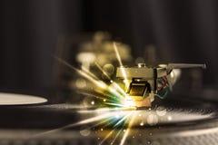 Βινύλιο παιχνιδιού φορέων μουσικής με τις γραμμές πυράκτωσης που προέρχονται από την ανάγκη Στοκ φωτογραφία με δικαίωμα ελεύθερης χρήσης