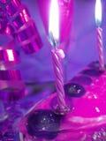 βιολέτα κεριών κέικ Στοκ φωτογραφία με δικαίωμα ελεύθερης χρήσης