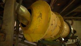 Βιομηχανία Άποψη του τρεξίματος της μηχανής στο εργοστάσιο τούβλου φιλμ μικρού μήκους