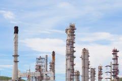 Βιομηχανία εργοστασίων πετρελαίου και εγκαταστάσεων καθαρισμού για το υπόβαθρο Στοκ Φωτογραφία