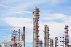 Βιομηχανία εργοστασίων πετρελαίου και εγκαταστάσεων καθαρισμού για το υπόβαθρο Στοκ εικόνες με δικαίωμα ελεύθερης χρήσης