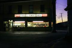 Βιομηχανία ζαχαρωδών προϊόντων βιολιών τη νύχτα στοκ εικόνα