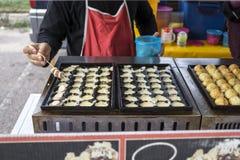 Βιομηχανία ζαχαρωδών προϊόντων για την πώληση σε μια αγορά νύχτας στοκ εικόνες