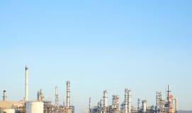 Βιομηχανία διυλιστηρίων πετρελαίου για το υπόβαθρο εργοστασίων Στοκ Εικόνες