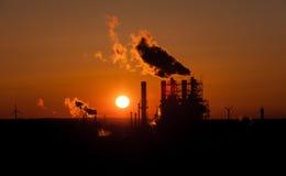 Βιομηχανία στο Αμβούργο στο ηλιοβασίλεμα Στοκ εικόνα με δικαίωμα ελεύθερης χρήσης