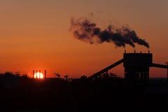 Βιομηχανία στο Αμβούργο στο ηλιοβασίλεμα Στοκ Εικόνες