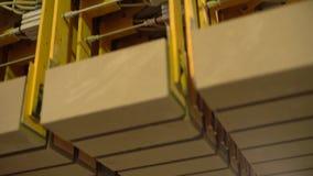 Βιομηχανία τούβλου Άποψη κινηματογραφήσεων σε πρώτο πλάνο του εξοπλισμού στο κατάστημα απόθεμα βίντεο