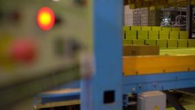 Βιομηχανία τούβλου Άποψη του εξοπλισμού στο πάτωμα καταστημάτων απόθεμα βίντεο