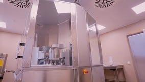 Βιομηχανία φαρμάκων Μεταφορέας μηχανών γραμμών παραγωγής Φαρμακευτική μηχανή απόθεμα βίντεο