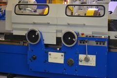Βιομηχανικά μηχανήματα, βιομηχανικός εξοπλισμός, βιομηχανικά εγκαταστάσεις και εργαλεία μηχανών, τόρνοι μηχανημάτων στοκ εικόνα