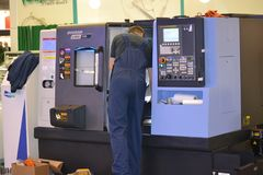 Βιομηχανικά μηχανήματα, βιομηχανικός εξοπλισμός, βιομηχανικά εγκαταστάσεις και εργαλεία μηχανών, τόρνοι μηχανημάτων στοκ φωτογραφία με δικαίωμα ελεύθερης χρήσης