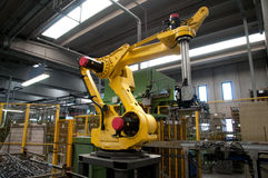 Βιομηχανικά ρομπότ - γραμμές αυτοματοποίησης Στοκ Εικόνες