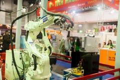 Βιομηχανικά χέρια ρομπότ Στοκ Εικόνα