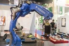 Βιομηχανικά χέρια ρομπότ Στοκ εικόνα με δικαίωμα ελεύθερης χρήσης