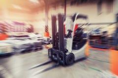 Βιομηχανικές εγκαταστάσεις αποθηκών εμπορευμάτων για την αποθήκευση των υλικών και του ξύλου, forklift εμπορευματοκιβώτια Διοικητ στοκ εικόνες