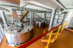 Βιομηχανικές εγκαταστάσεις με την εγκατεστημένη δεξαμενή μετάλλων Στοκ Εικόνες