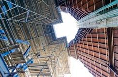 Βιομηχανικές εγκαταστάσεις παραγωγής ενέργειας υλικών σκαλωσιάς Στοκ Φωτογραφίες