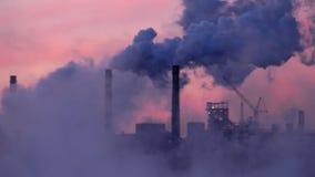 Βιομηχανικές εγκαταστάσεις που μολύνουν το περιβάλλον με τη σκόνη φιλμ μικρού μήκους
