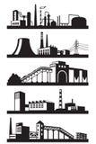 Βιομηχανικές εγκαταστάσεις στην προοπτική Στοκ Εικόνες
