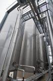 Βιομηχανικές δεξαμενές εργοστασίων επεξεργασίας λυμάτων Στοκ Εικόνα