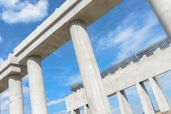 Βιομηχανικές νέες κεκλιμένες ράμπες συνδέσεων εθνικών οδών κατασκευής συνδέσεων εθνικών οδών κατασκευής flyover υπό εξέλιξη για τ Στοκ Εικόνα