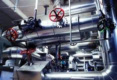 Βιομηχανικές σωληνώσεις χάλυβα στους μπλε τόνους Στοκ εικόνα με δικαίωμα ελεύθερης χρήσης